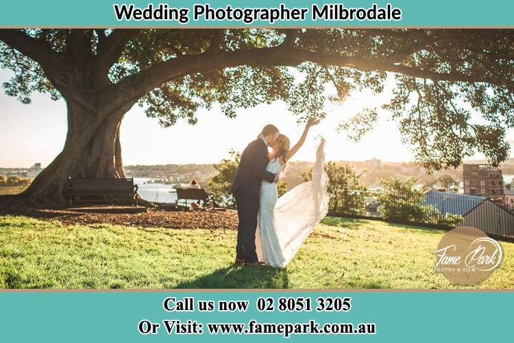 Photo of the Bride and the Groom kissing under the tree Milbrodale NSW 2330
